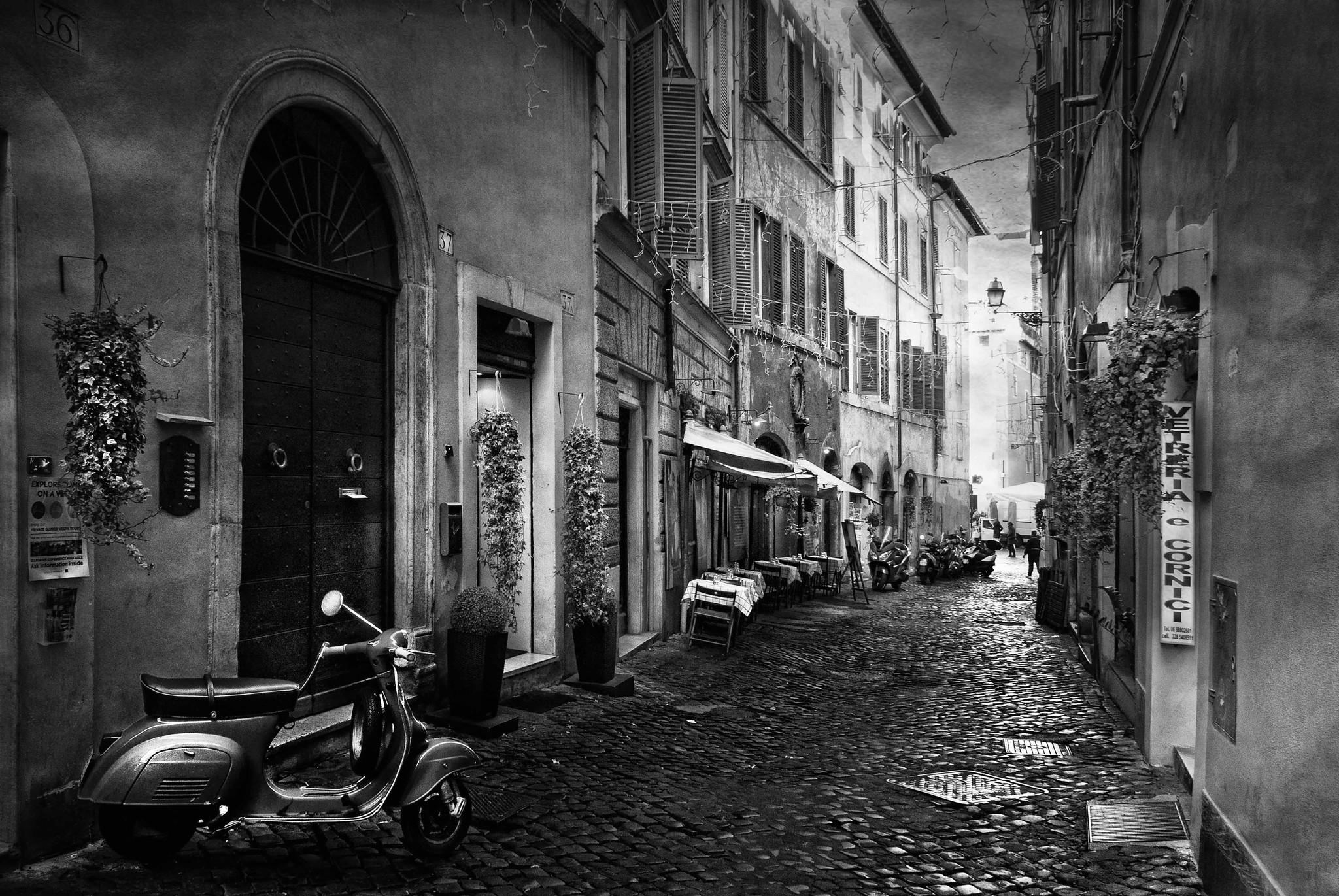 Umo Art Gallery Walking along Rome