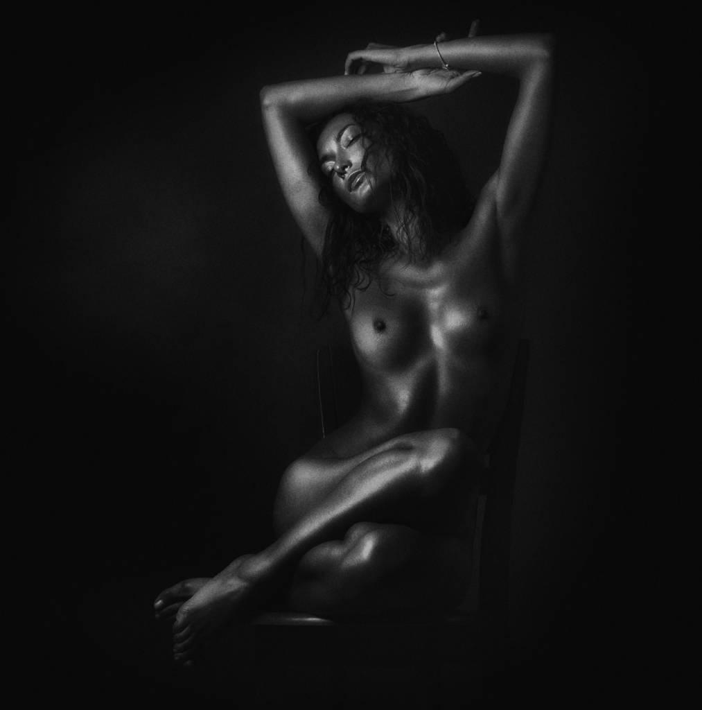 Umo Art Gallery Nude in black