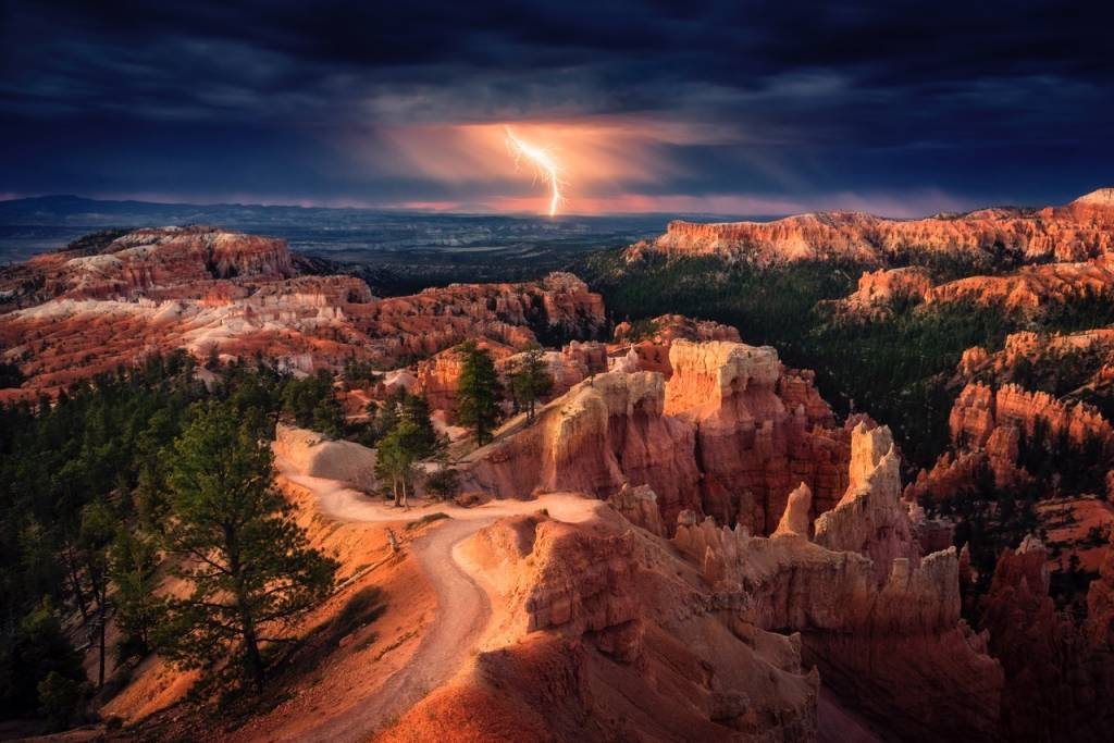 Umo Art Gallery Lightning over Bryce Canyon