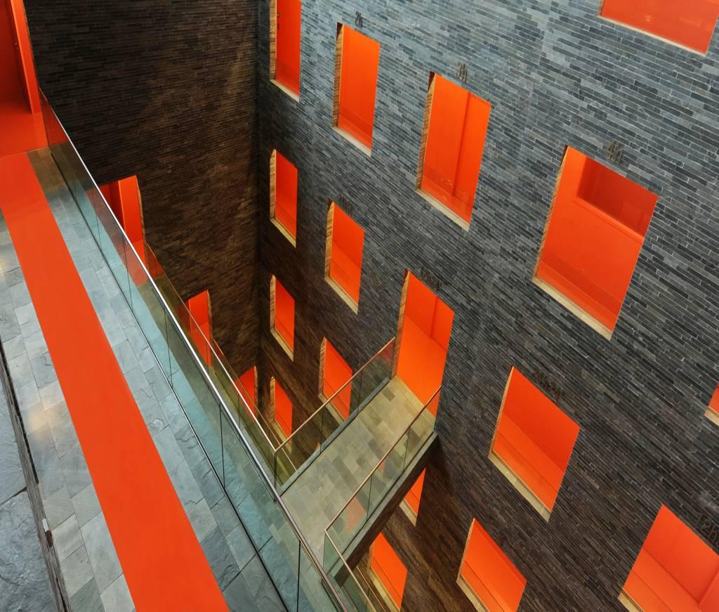 Umo Art Gallery The orange carpet