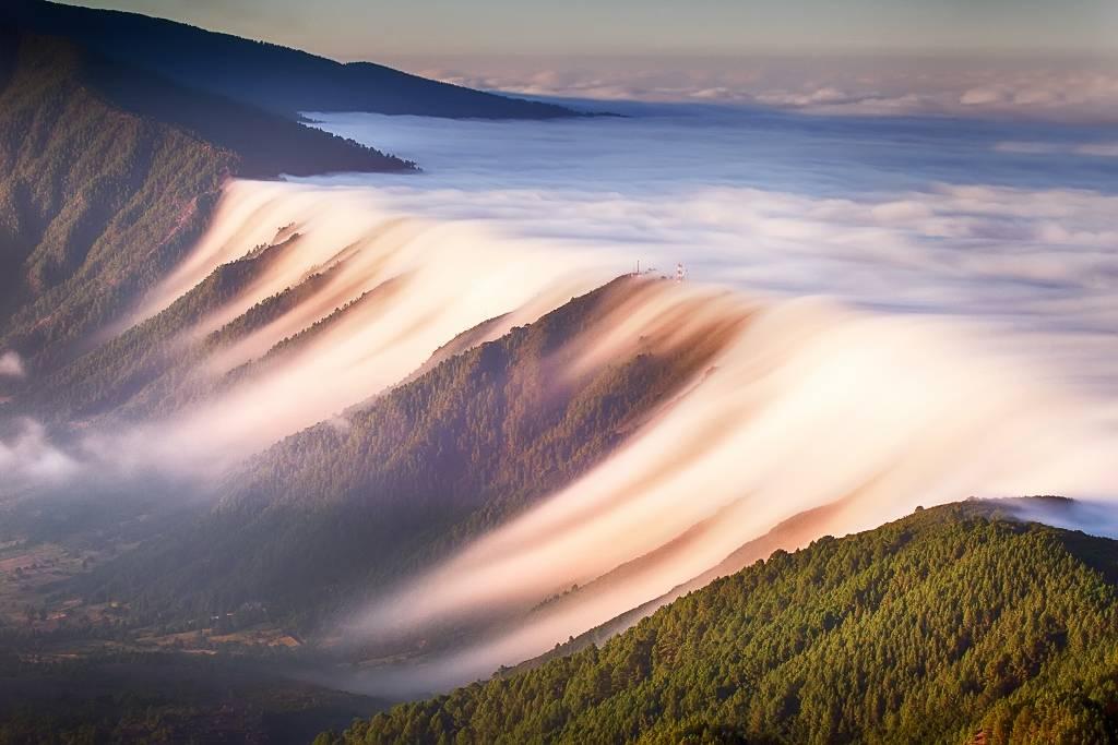 Umo Art Gallery Waterfall of clouds
