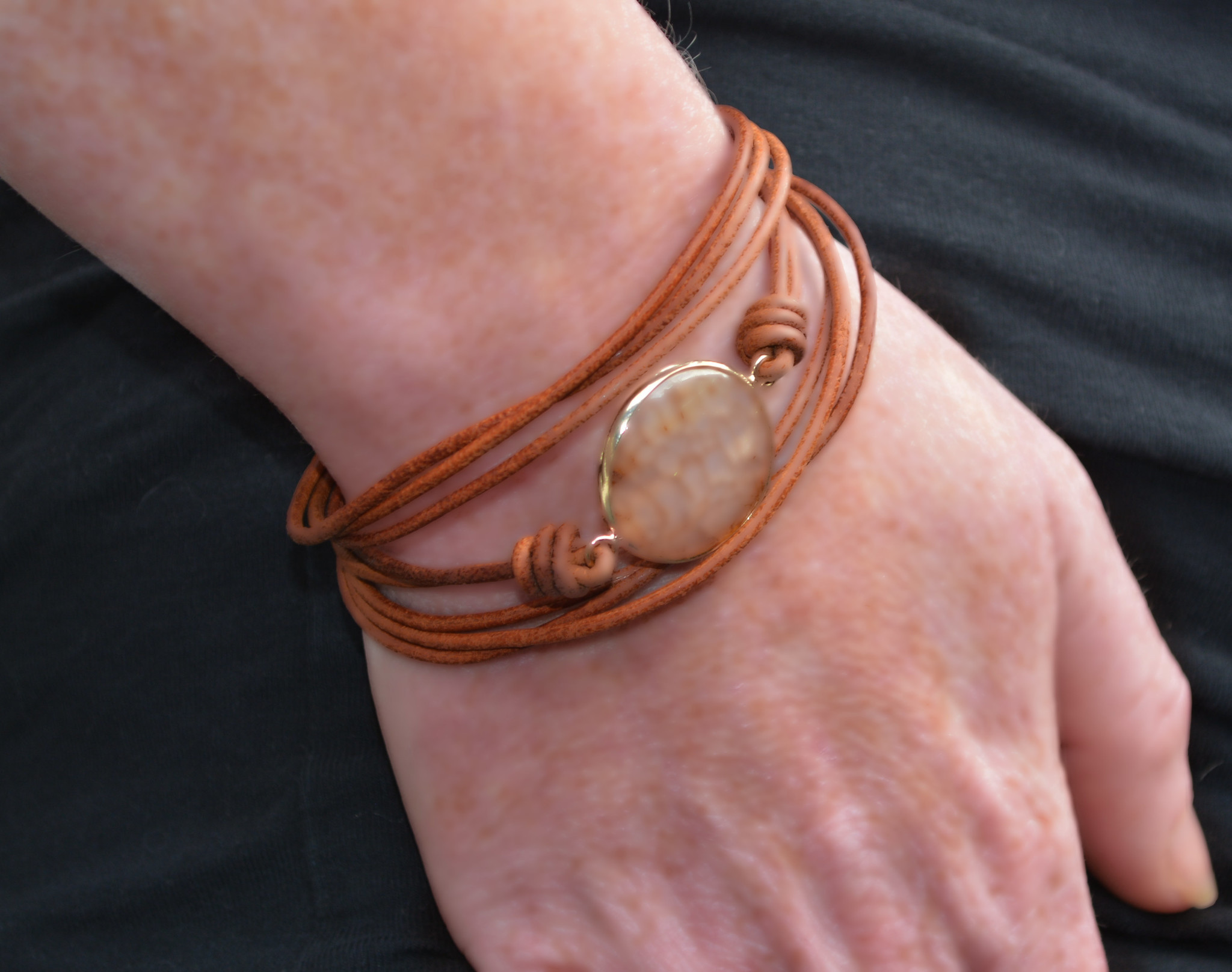 A-Zone Lederen Armband Brown met steen en magneet sluiting