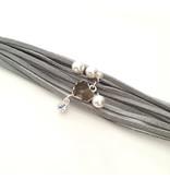 A-Zone Armband Suede koord met bedels Licht grijs