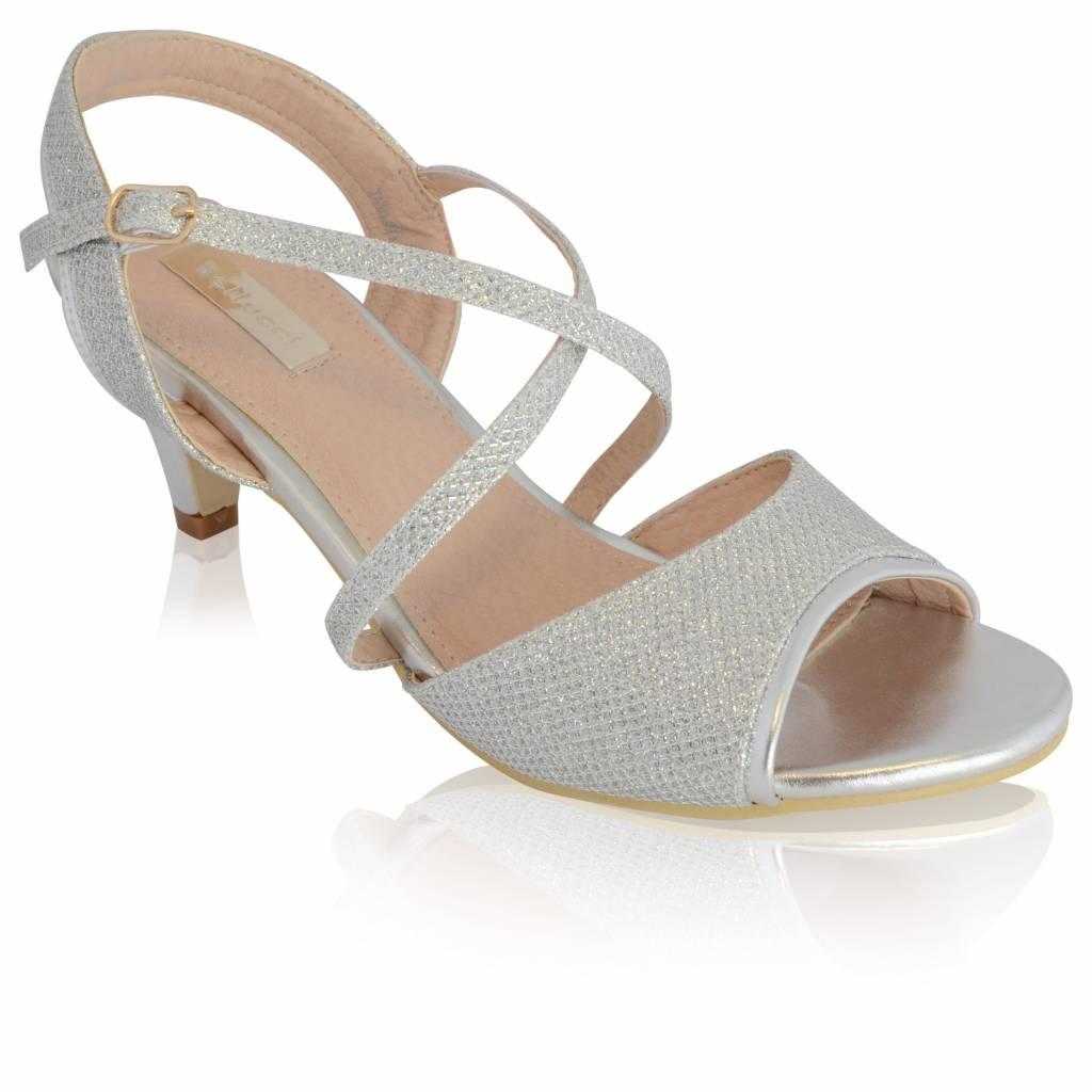 Zilveren sandalen met kruisbandjes