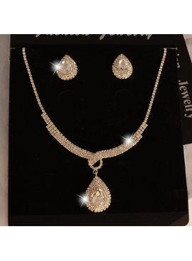 //Luxueuze zilverkleurige sieraden set met grote fonkelende  strass stenen