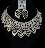Zilveren bladvormige oorbellen en collier