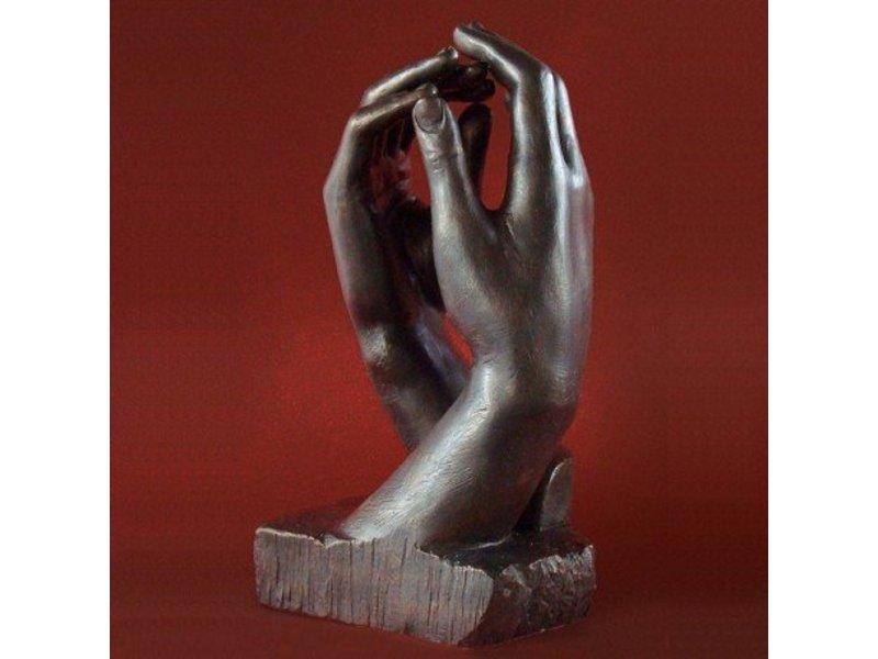 Mouseion sculptuur twee handen van Auguste Rodin