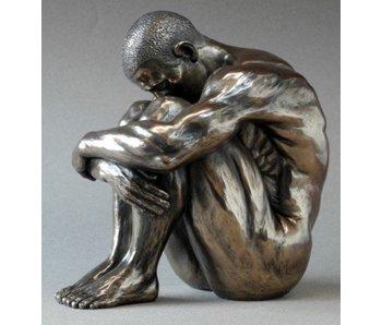 BodyTalk Desnudo masculino, culturista sentado - L