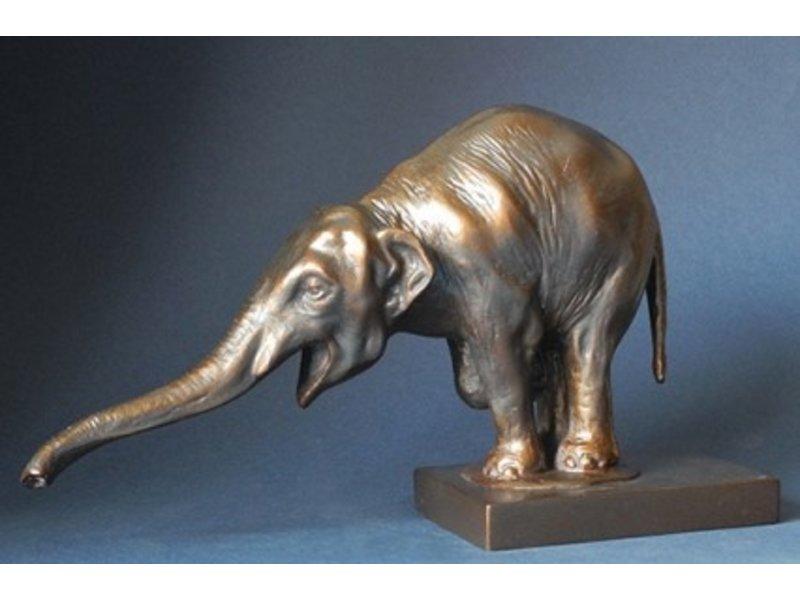 Réplica de estatuilla museo elefante en bronce óptico.