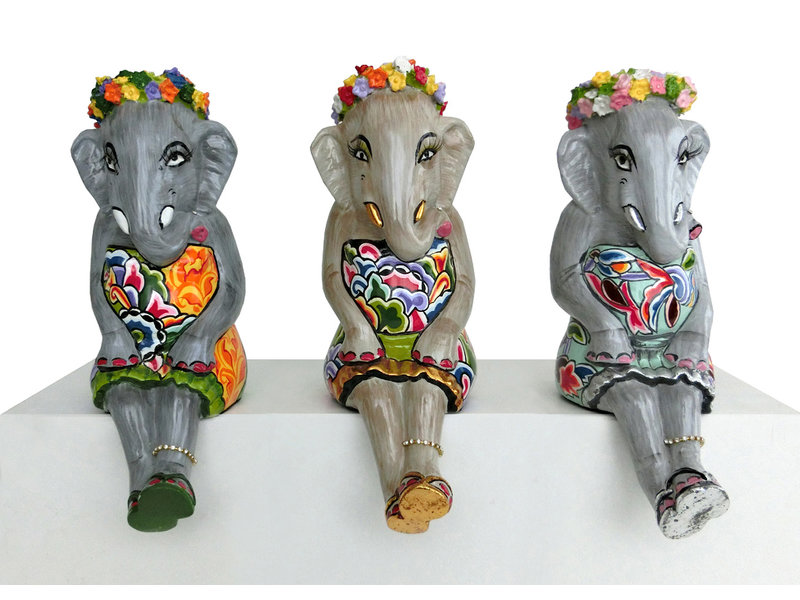 Toms Drag Sitzende Elefantenmädchen mit goldenen Akzenten
