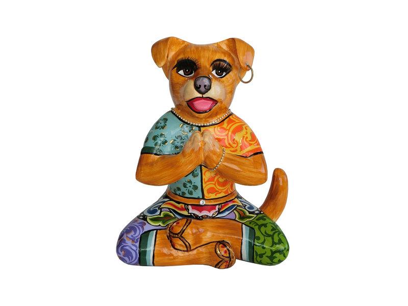 Toms Drag Dog in yoga position, yoga statue