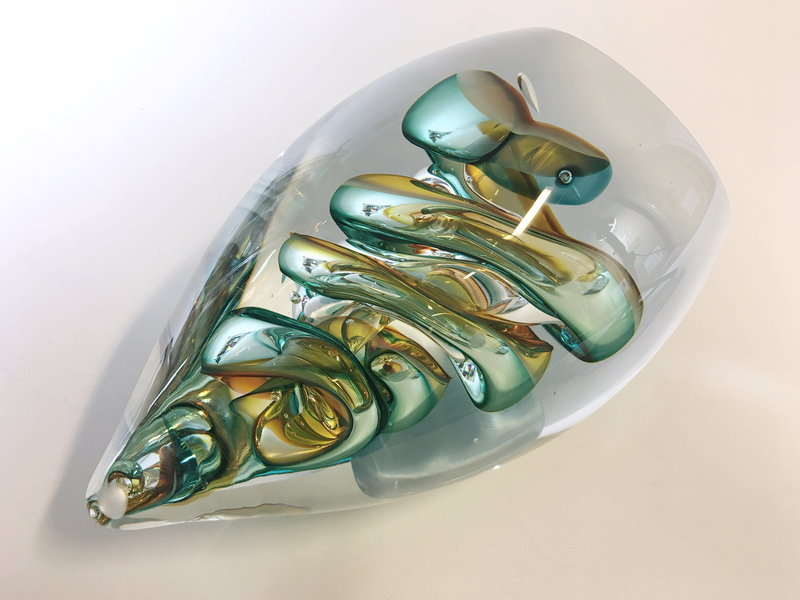 Ozzaro  Glassculptuur Knot in  groen, rood, amber
