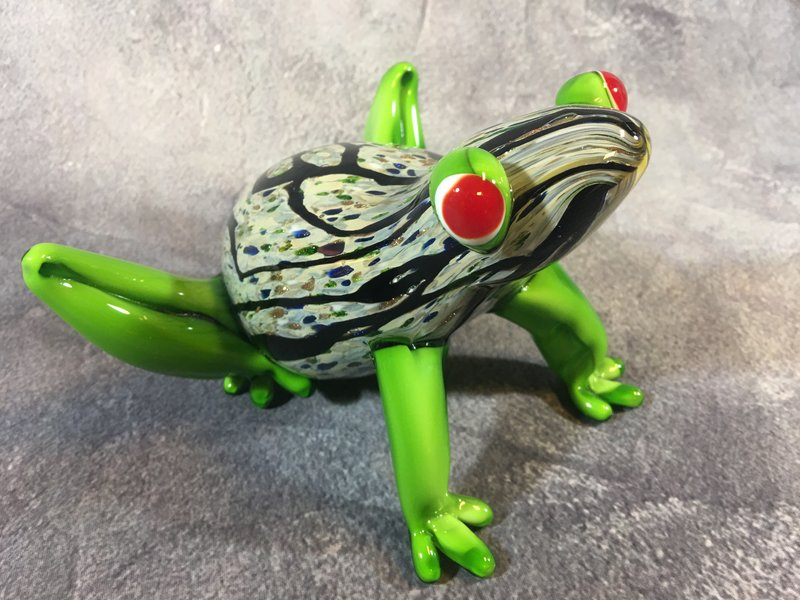 Glass frog, unique glass frog statue