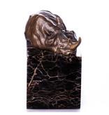 Nashornstatue in Bronze auf Natursteinbasis
