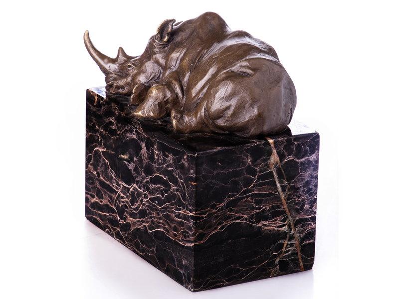 Neushoornbeeldje van brons op natuurstenen basis