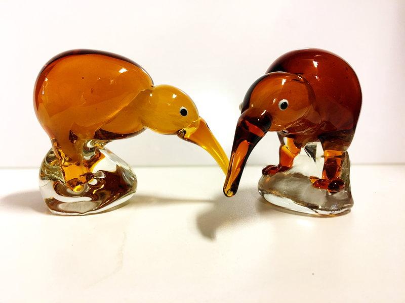 Glazen beeldje  Kiwi