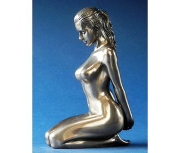 BodyTalk Female nude sculpture - sitting on knees