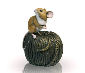 Mouse on knitting wool