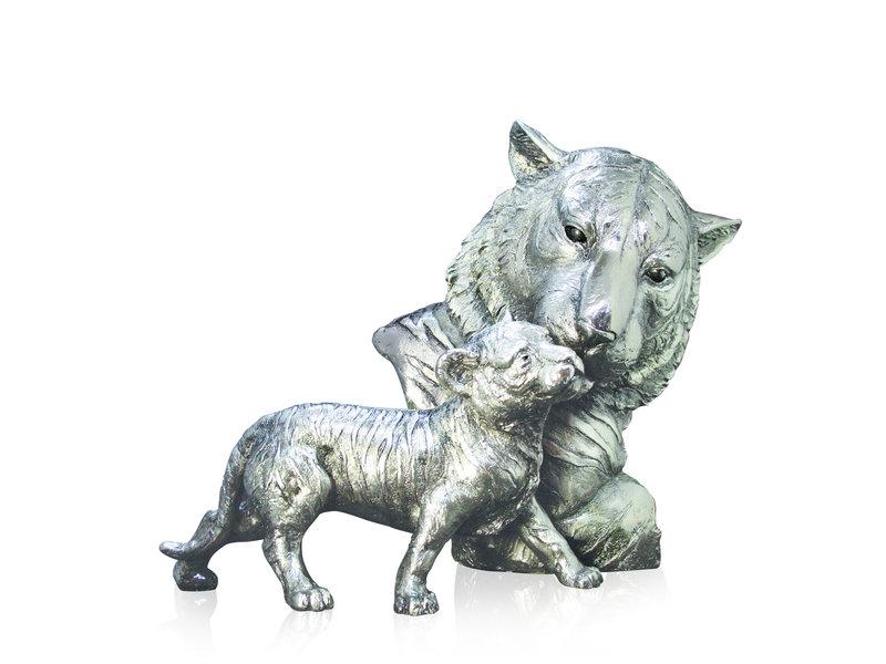 Tiger sculpture with a cub