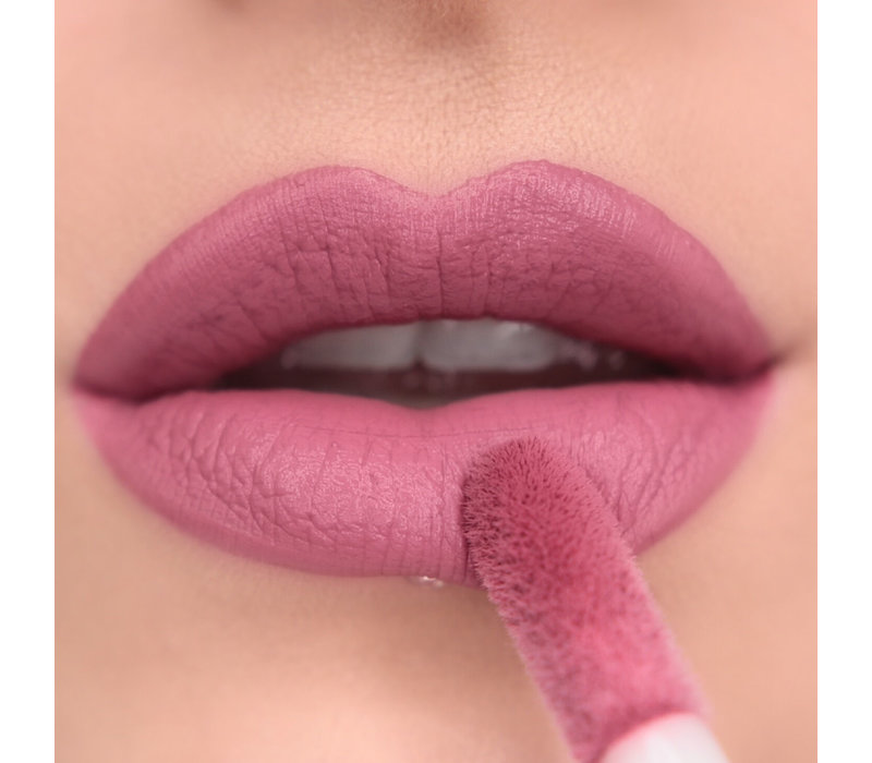 Makeup Revolution Matte Bomb Clueless Fuchsia