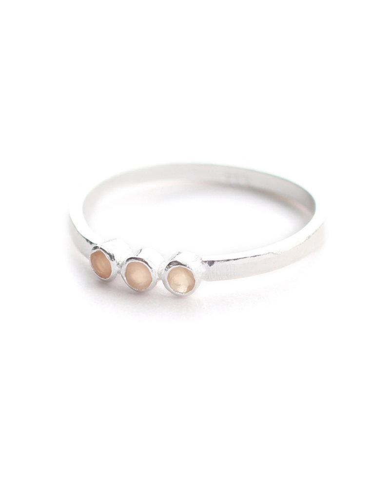 Muja Juma Ring size 56 three stones peach moonstone