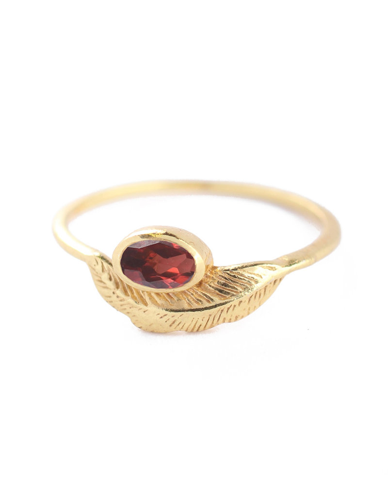 Muja Juma Ring size 54 feather gold plated with garnet