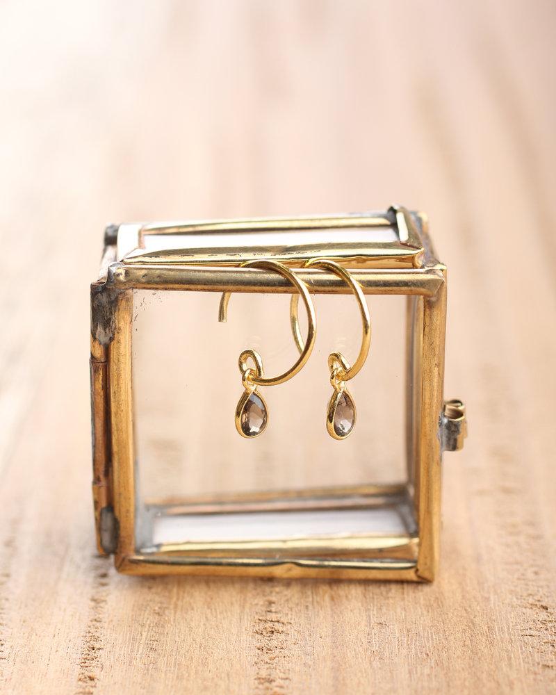 Muja Juma Earring tiny drop garnet gold plated