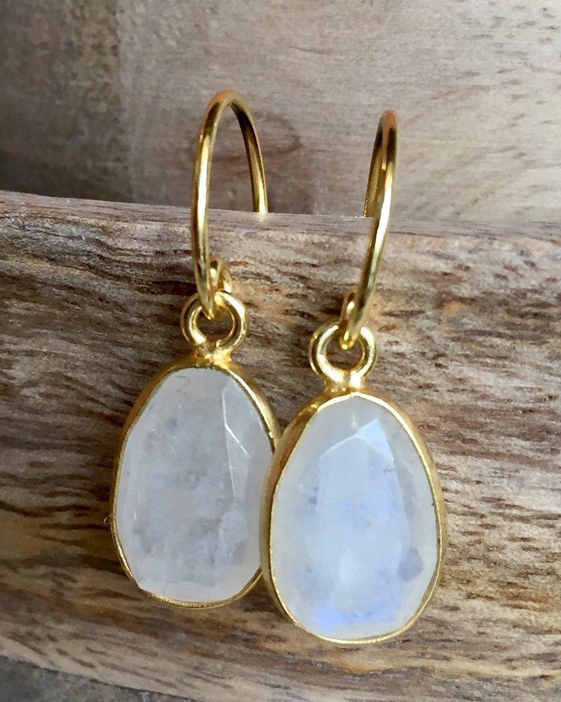 Muja Juma Earring moonstone goldplated 925 sterling silver