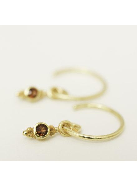 Muja Juma Little Earring Garnet Long