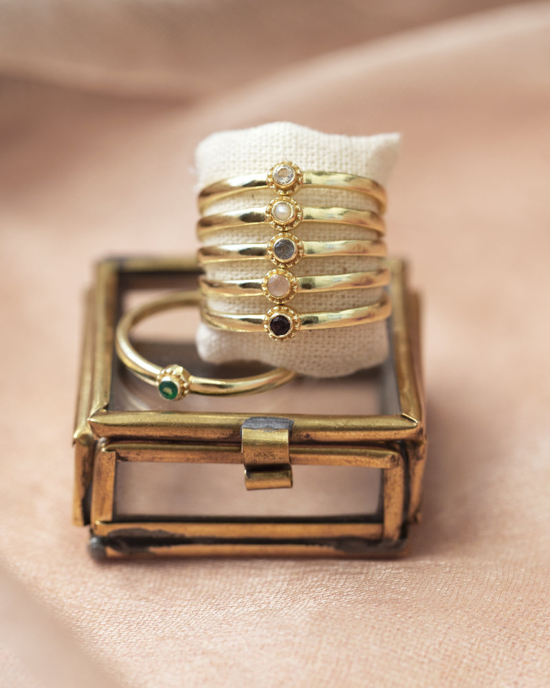 Muja Juma Ring vergoldetes 925er Sterlingsilber mit white Moonstone