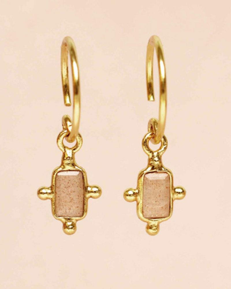 Muja Juma Ohrring peach moonstone dots oval 925 Sterlingsilber vergoldet