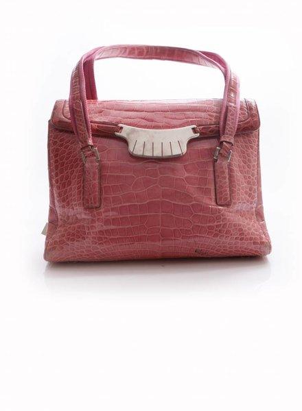 Prada Prada, roze krokodil leren schouder tas met zilveren hardware.