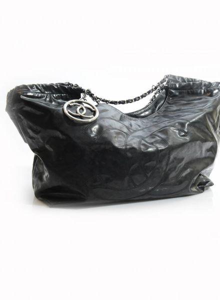 Chanel Chanel, glanzend zwarte Coco cabas tas met zilver logo.