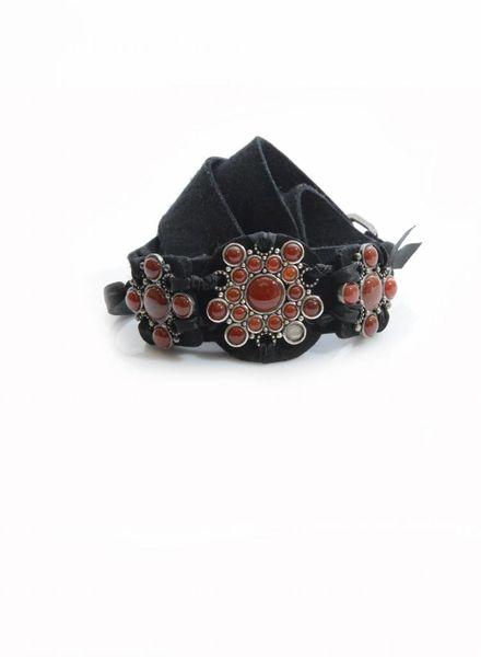 Lanvin Lanvin, zwarte velt riem (verstelbaar) met rode stenen ter decoratie.