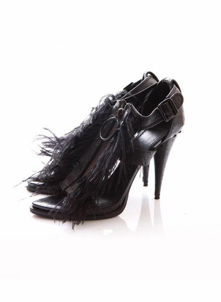 Givenchy Givenchy, zwart leren gladiator sandaal met veren in maat 39.