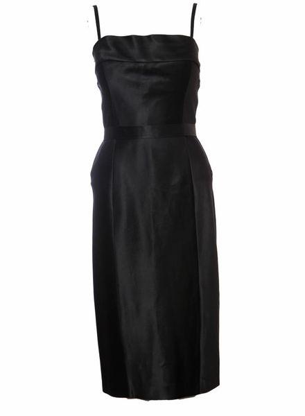 Gucci Gucci, zwart satijnen avondjurk met split aan de achterkant, afneembare bandjes en strik in de taille in maat IT44/M.