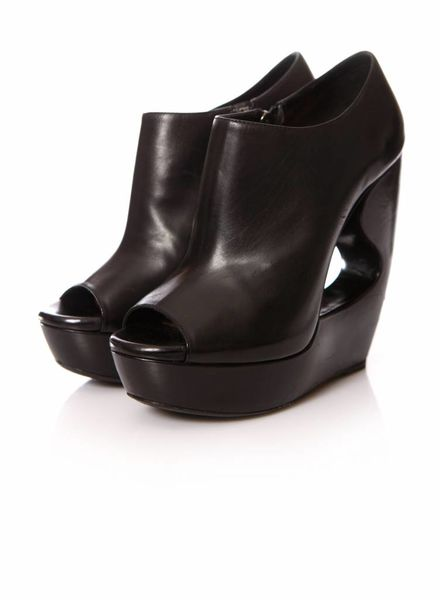 Alaïa Alaia, black leather wedges in size 39.