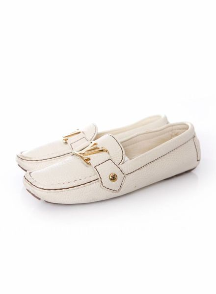 Louis Vuitton Louis Vuitton, white grained leather loafers in size 35.