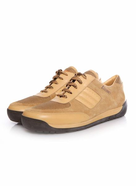 Louis Vuitton Louis Vuitton, geperforeerde camel kleurige leren/suede sneakers in maat 38.