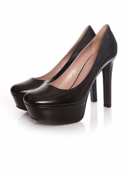 Gucci Gucci, Leila black leather court shoes.