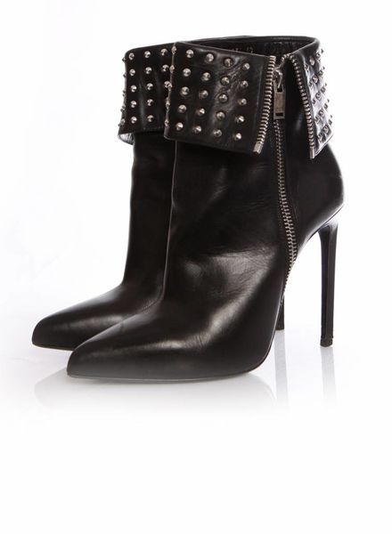 Saint Laurent Saint Laurent, black leather shoots with studs in size 40.