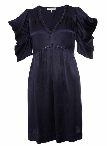 Chloé Chloe, blauw zijden jurkje met open floddermouwtjes in maat I42/S.