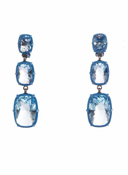 Atelier Swarovski Atelier Swarovski, blauwe vierkante druppel oorbellen.