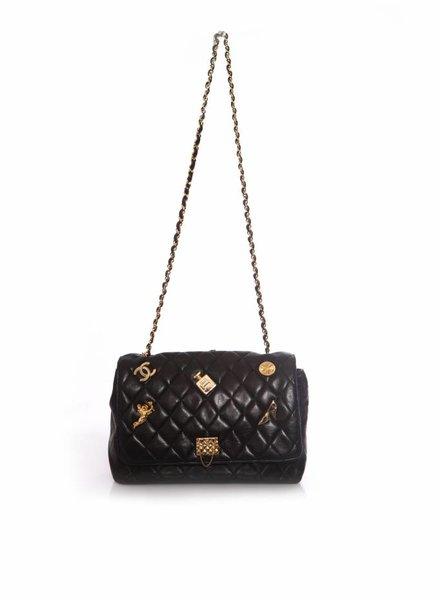 Chanel Chanel, Vintage zwart doorgestikte lamsleren tas met gouden decoratie.