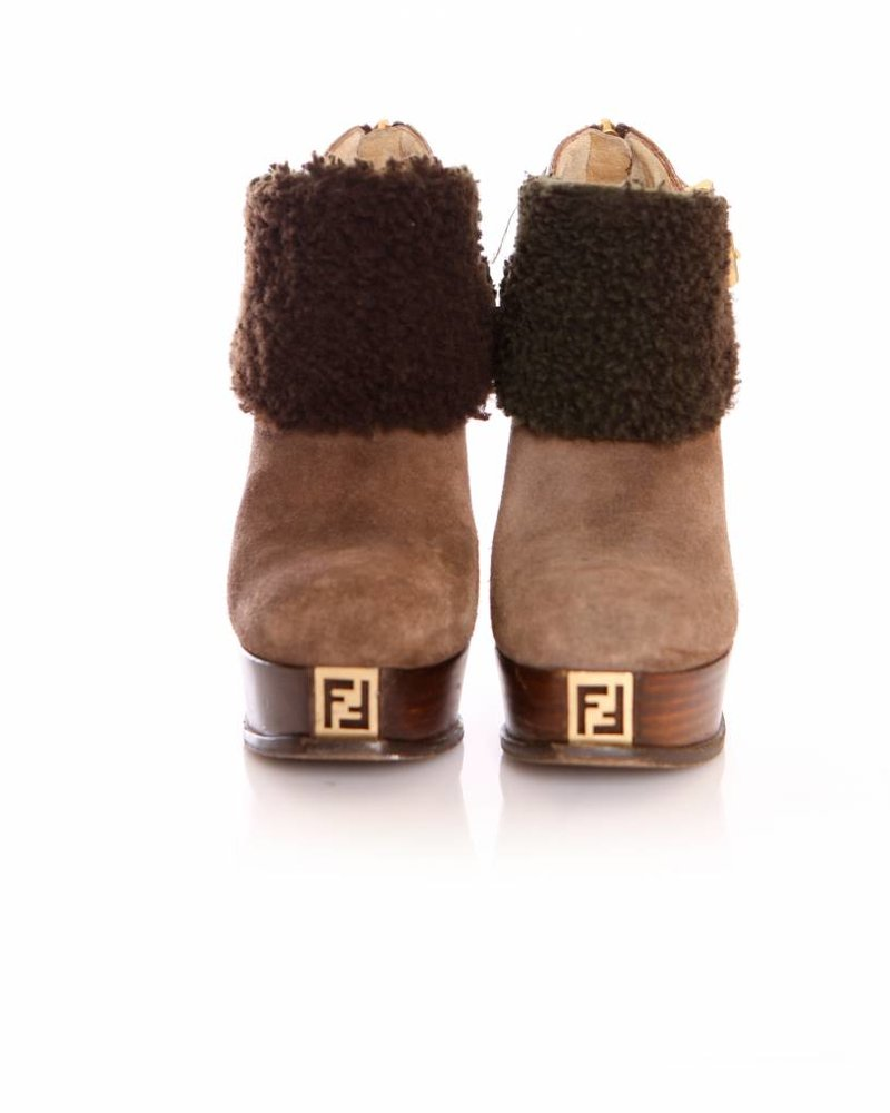 Fendi Fendi, Brown suede ankle shoots with shearling wool in size 36.