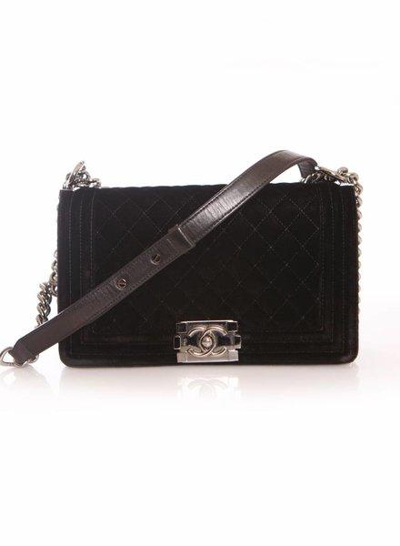 Chanel Chanel, boy bag in zwart velour met zilveren ketting.