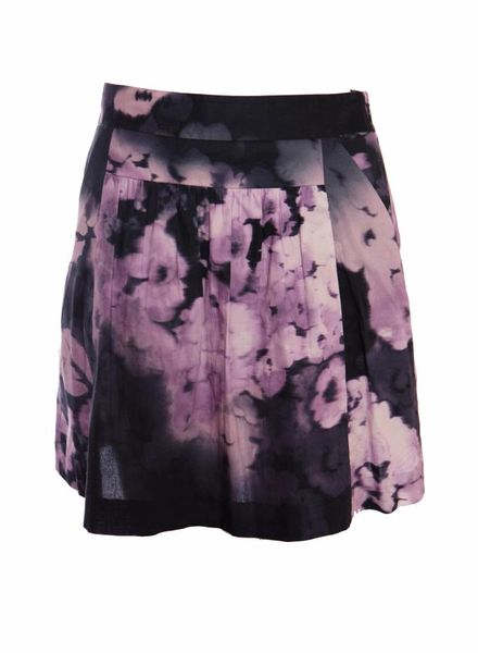 Theory Theory, purple skirt with faded flower print in size 00/XXS.