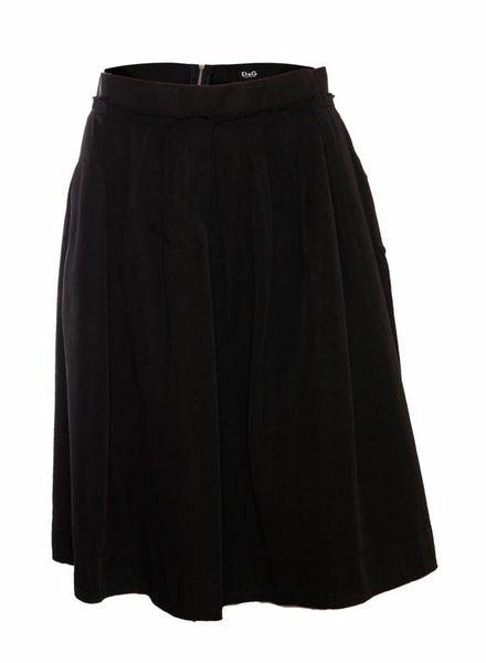 Dolce & Gabbana Dolce & Gabbana, black pleated skirt in size IT46/M.