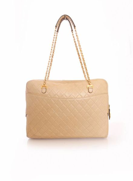 Chanel Chanel, timeless nude leather laptop bag with golden hardware.