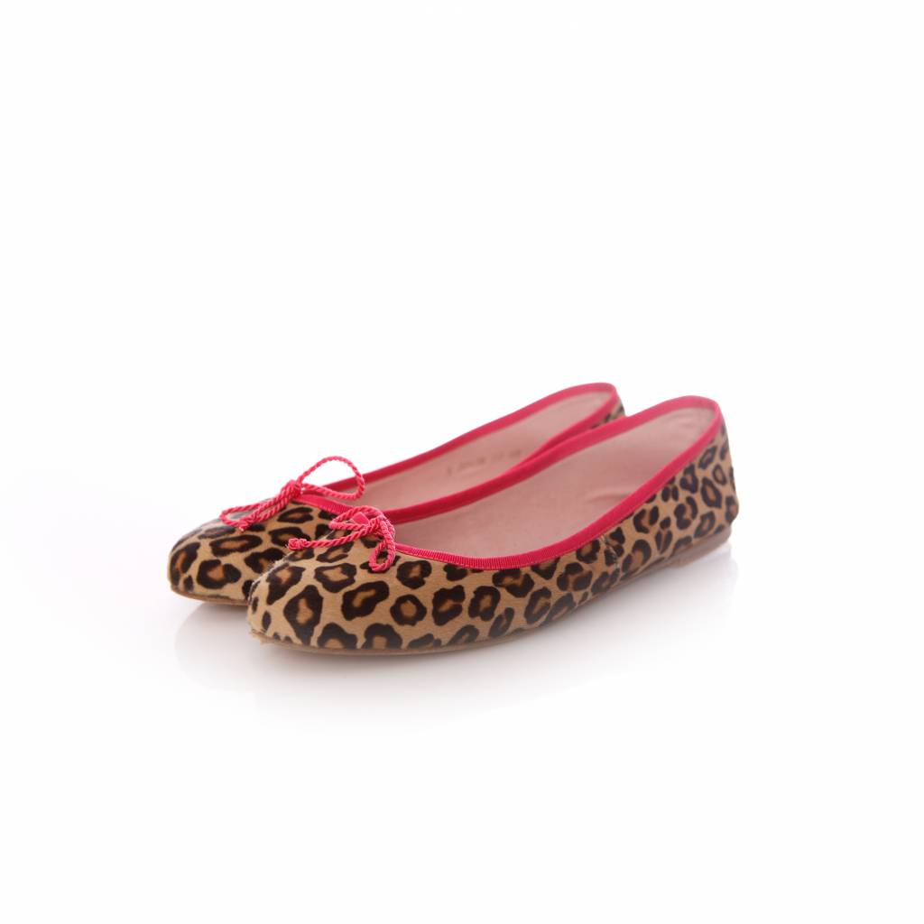 the latest e7552 aadc7 Pretty Ballerinas, Flats in ponyskin in leopard print with fluorescing pink  piping in size 40.